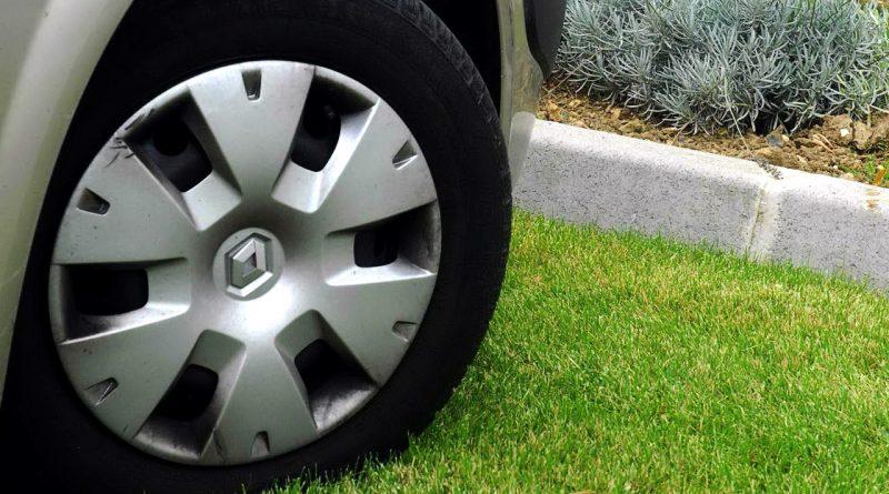 Не хочешь платить за парковку — не занимай газон!